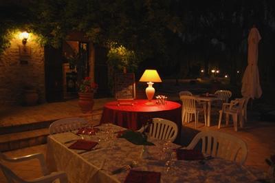 Cena romantica al fresco delle serate estive