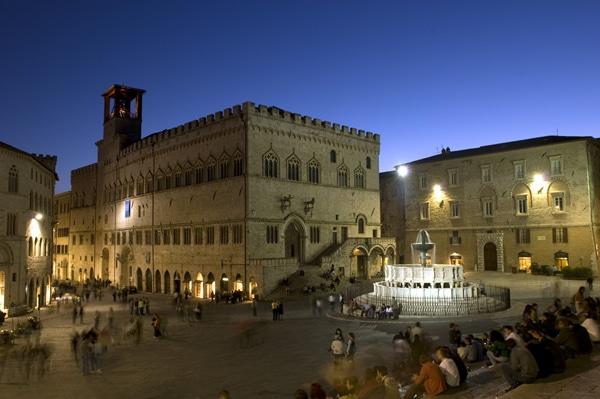 Veduta notturna di Piazza IV Novembre