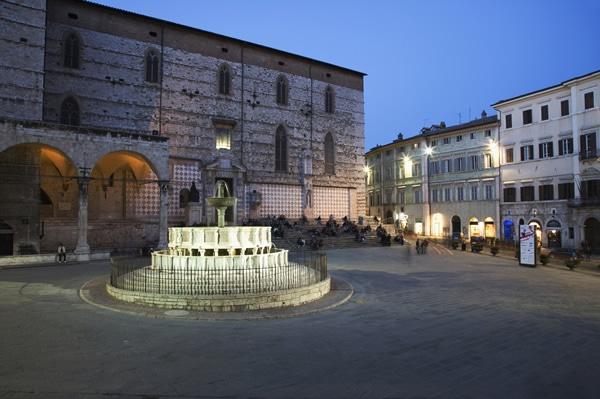 Fontana Maggiore e Cattedrale
